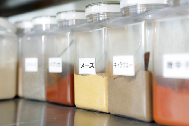 東松島ハムに配合するオリジナルブレンドのスパイス約20種類の写真